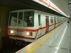 0406beijin-metro1.jpg